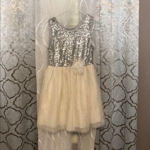 Cute white silver dress 👗!.